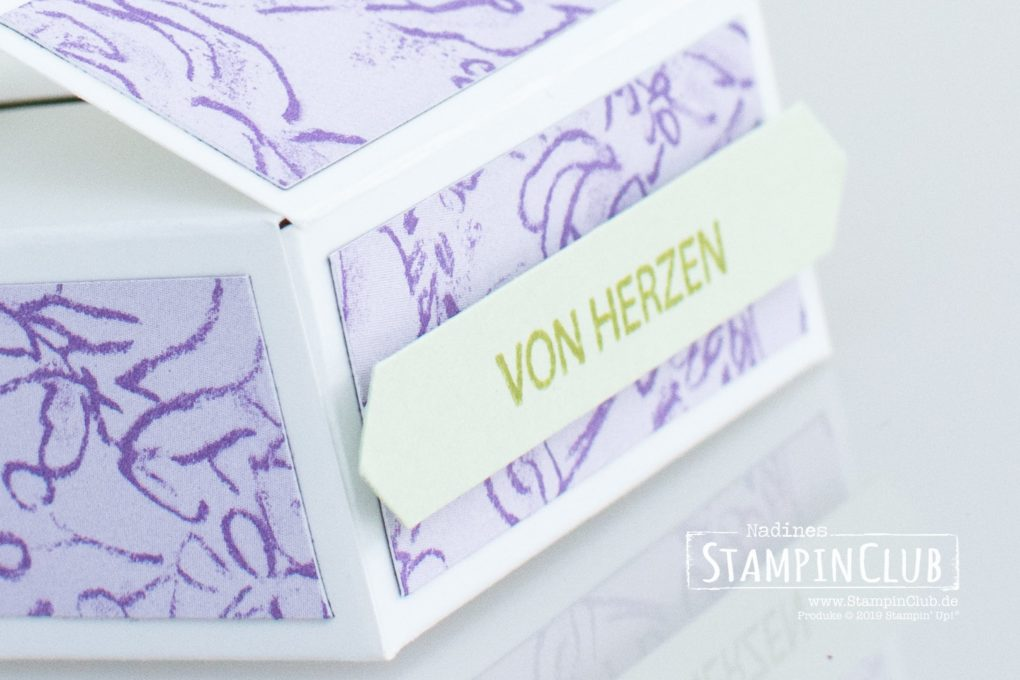 Stampin' Up!, StampinClub, Verpackung, Box, Goodie, Stanze Gewellter Anhänger, DP Schmetterlingsvielfalt, Blütenzauber, Klassisches Etikett