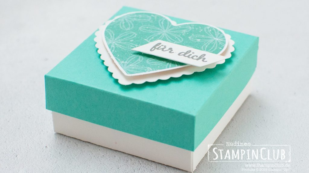 Stampin' Up!, StampinClub, Verpackung, Box, Designerpapier Wunderbar ausstanzbar, Pleased As Punch DSP, Stanzenpaket Herzen, Heart Punch Pack, Geburtstagsfeier, Celebrate with Cake