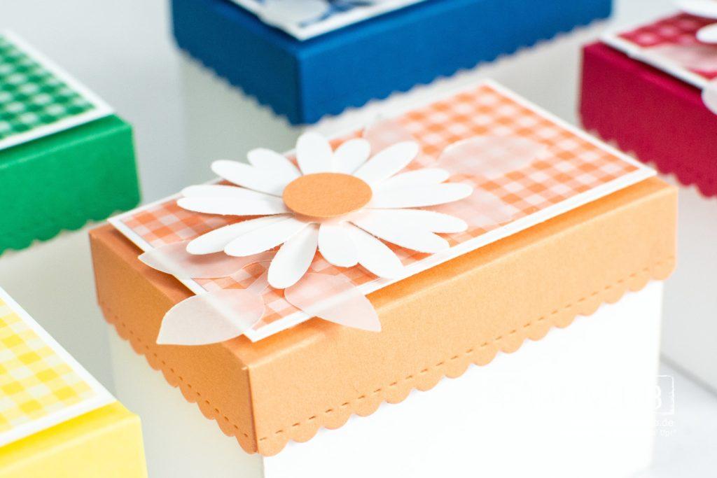 gewelltem Deckel, Stampin' Up!, StampinClub, In Color, Verpackung basteln, Stanzformen So hübsch bestickt, Gänseblümchen, gewellte Kante, Wellenrechteck