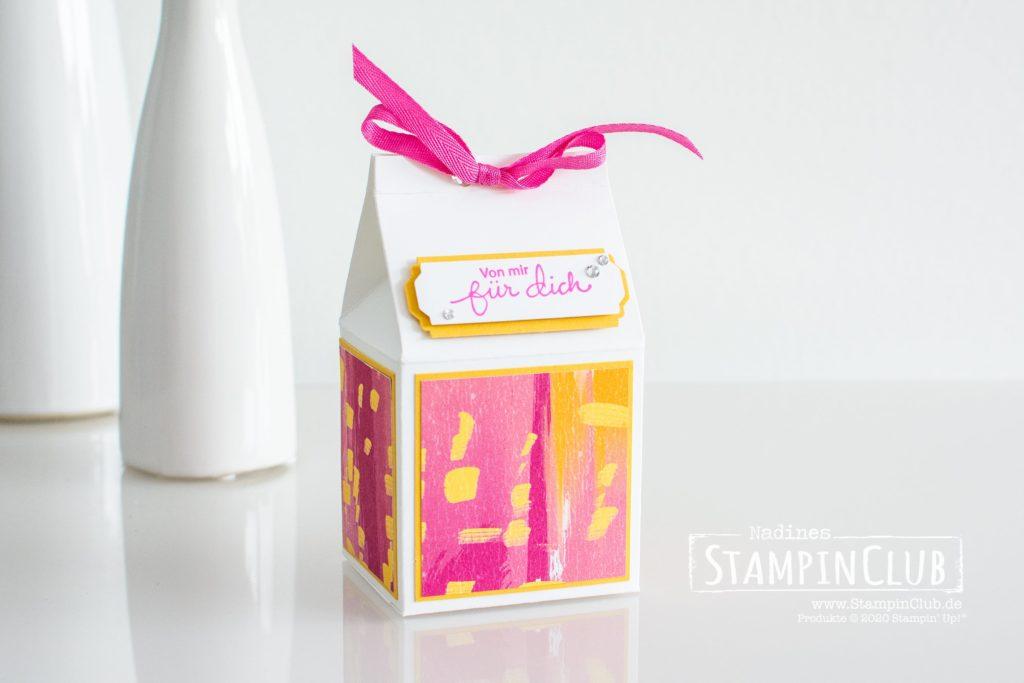 Stampin' Up!, StampinClub, Designepapier Farbfantasie, Artistry Blooms DSP, Zauberhafte Grüße, Lovely You, Stanze nach Wahl Allerliebste Anhänger, Lovely Labels Pick a Punch, Milchkarton Verpackung