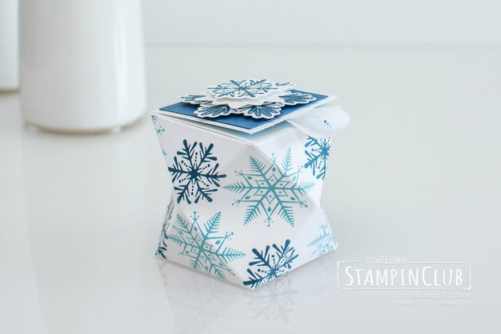 Kleine Facetten-Box, Stampin' Up!, StampinClub, Verpackung, Mini-Facetten-Box, Flockenwünsche, Merry Snowflakes, Stanzformen, Bestickte Schneeflocken, Stitched Snowflakes Dies